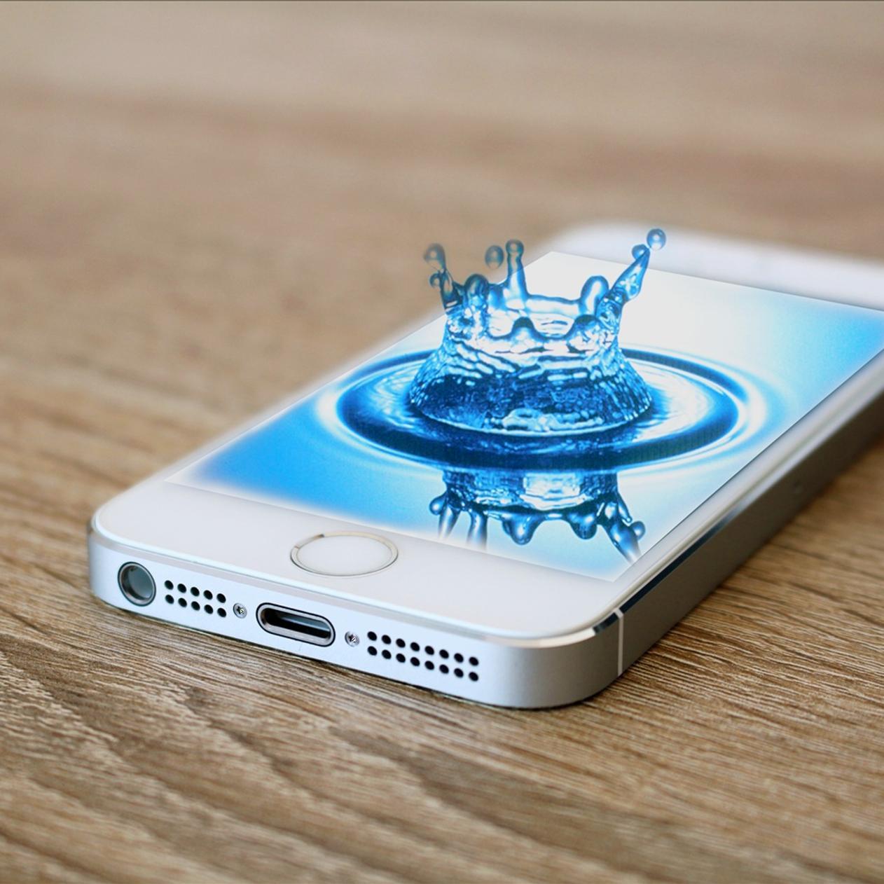 Splash Water Drop In IPhone 5s Phone