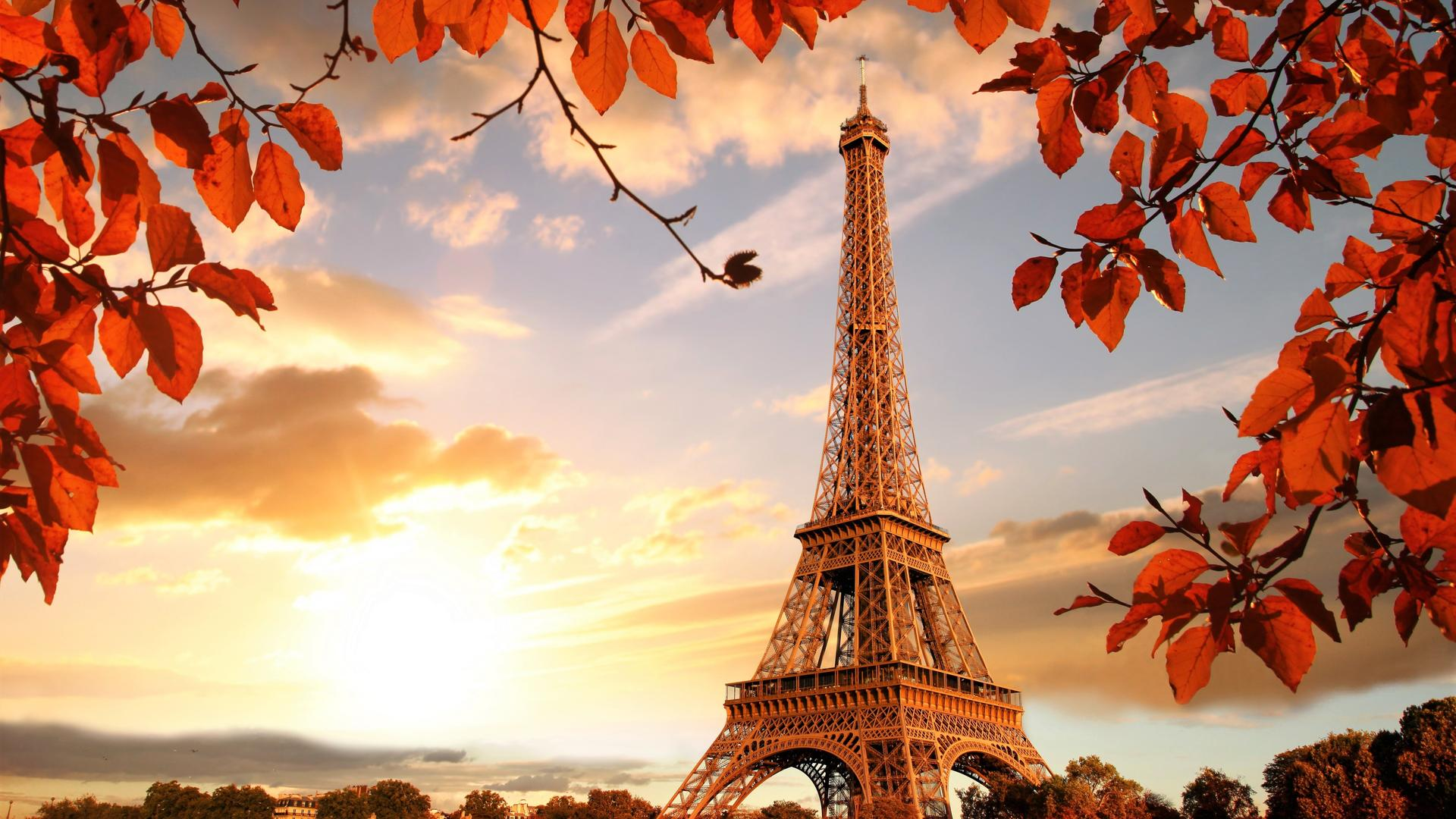 Paris The City Of Love Beautiful Sunrise In Autumn Season