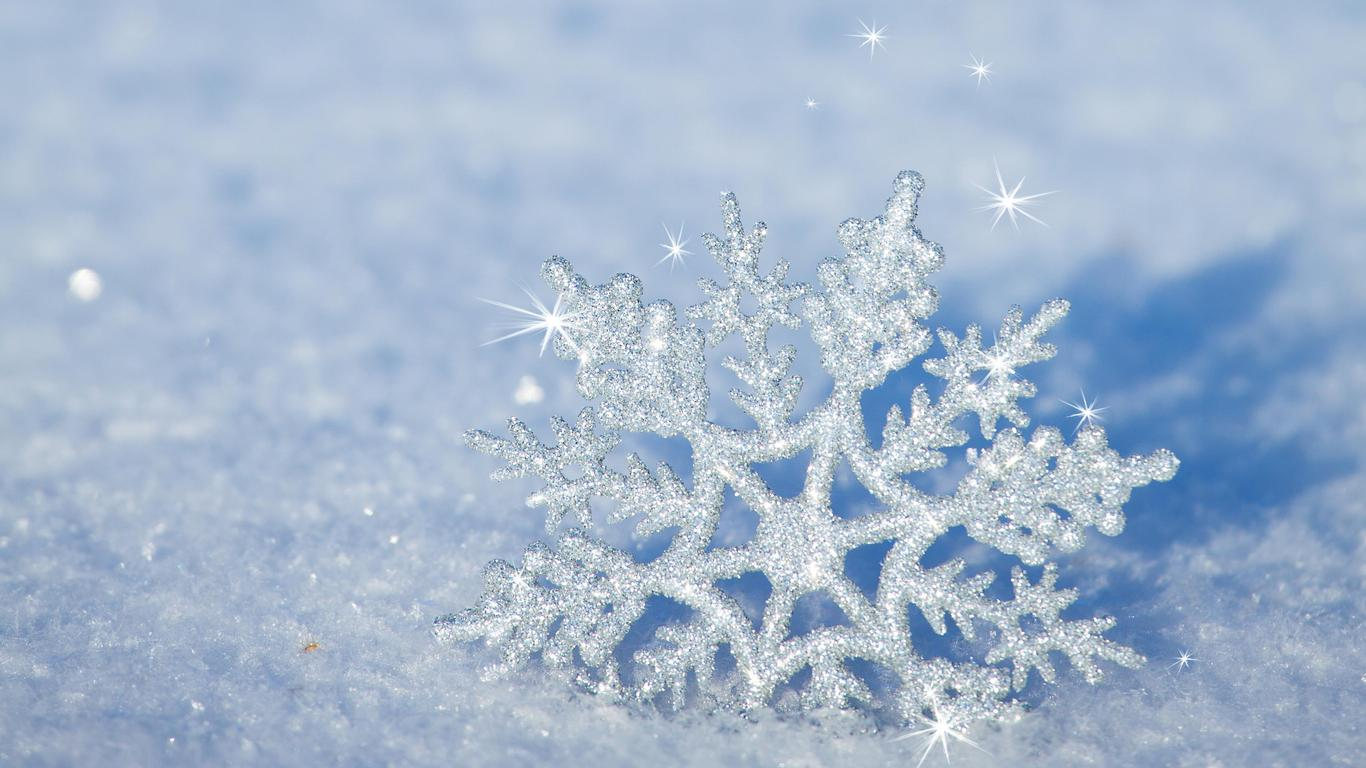 3d Snowflake In The Snow Hd Winter Wallpaper Wallpaper Download 1366x768