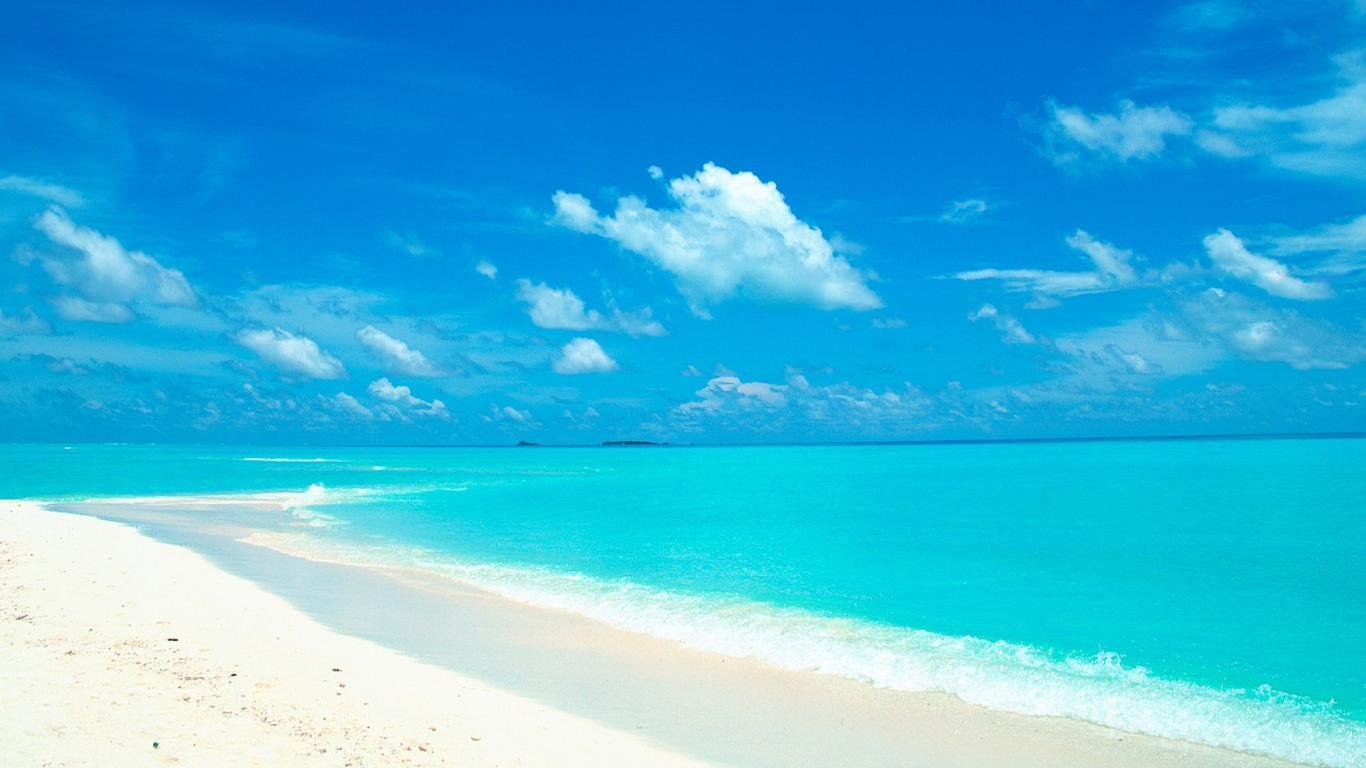 Azur Ocean Water Summer Holiday Beach Wallpaper Download 1366x768