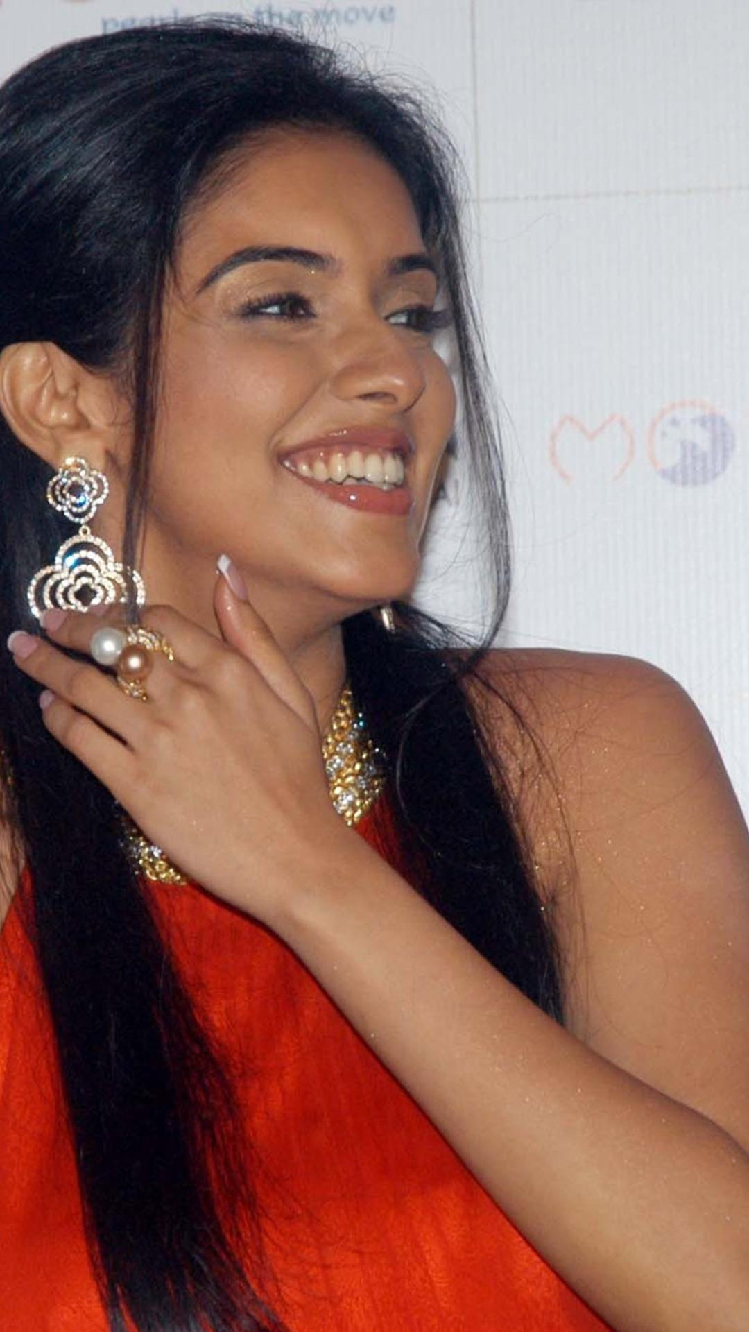 beautiful actress, asin thottumkal with a smile on her face