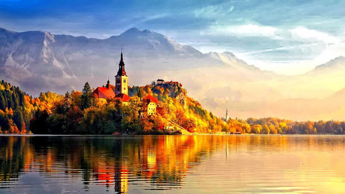 Beautiful Castle In The Light Of Autumn Sun Hd Wallpaper Wallpaper Download 1366x768