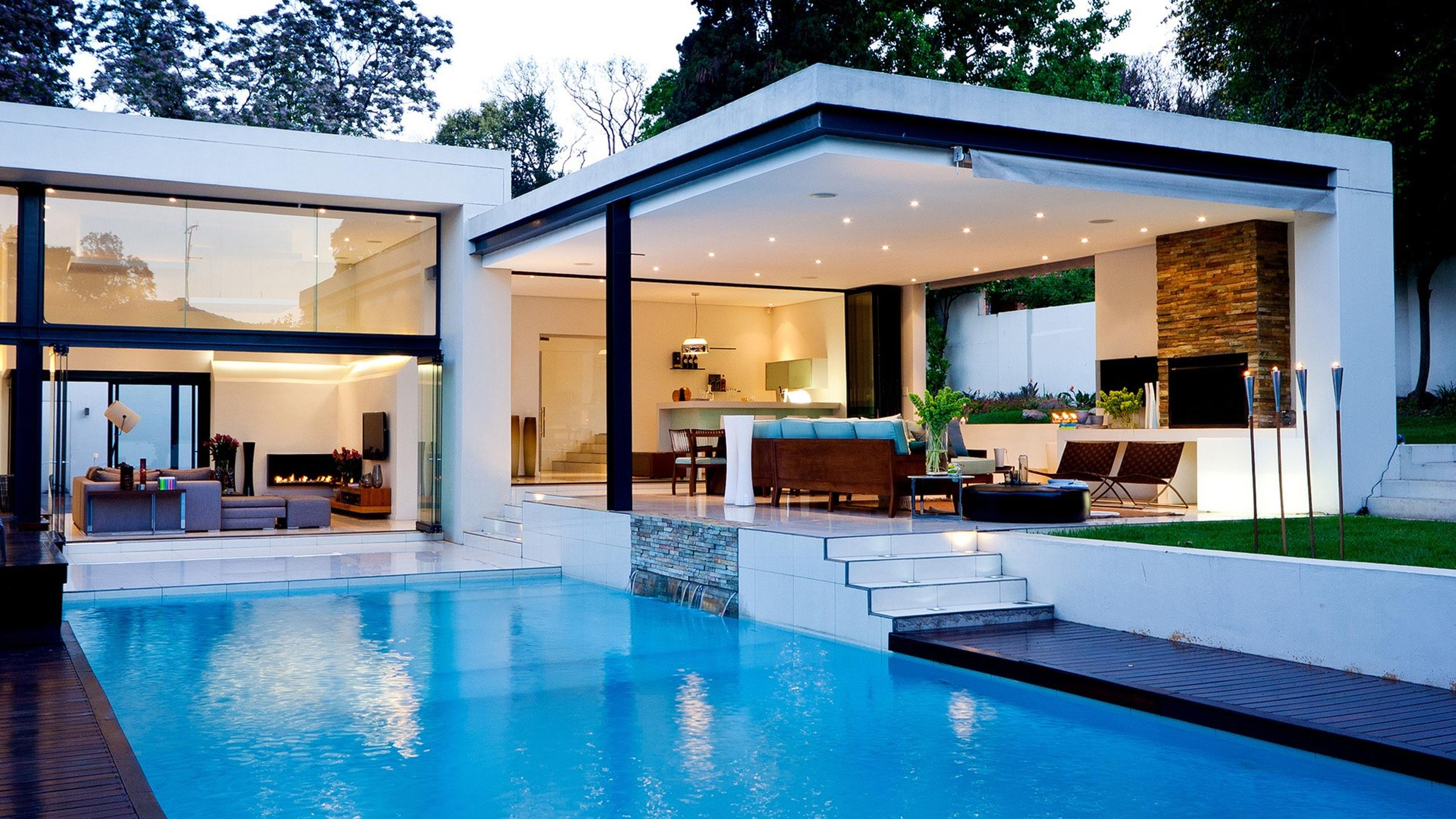 Beautiful white house with swimming pool wallpaper for Beautiful house with swimming pool