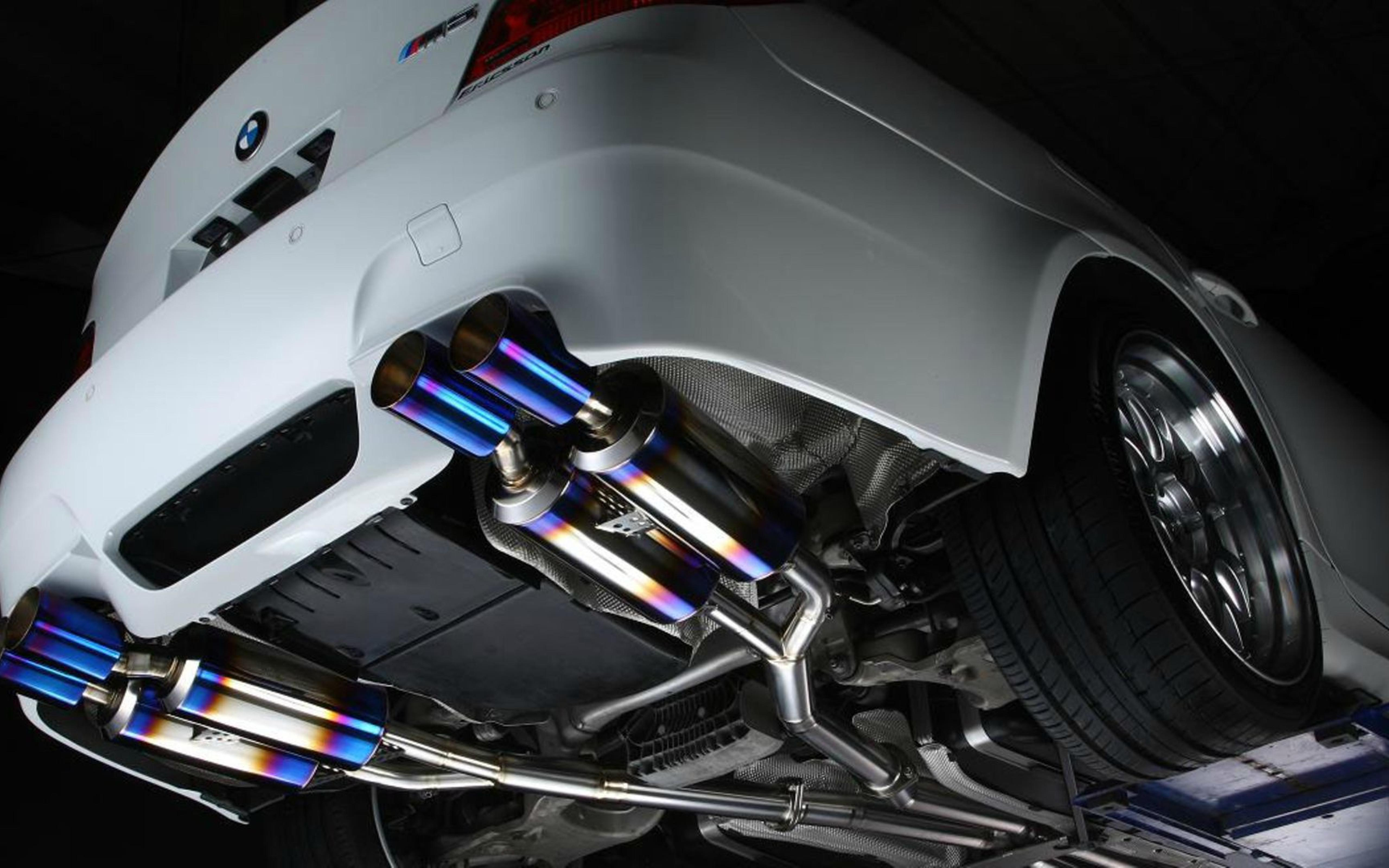 BMW M5 exhaust pipes Wallpaper Download 5120x3200