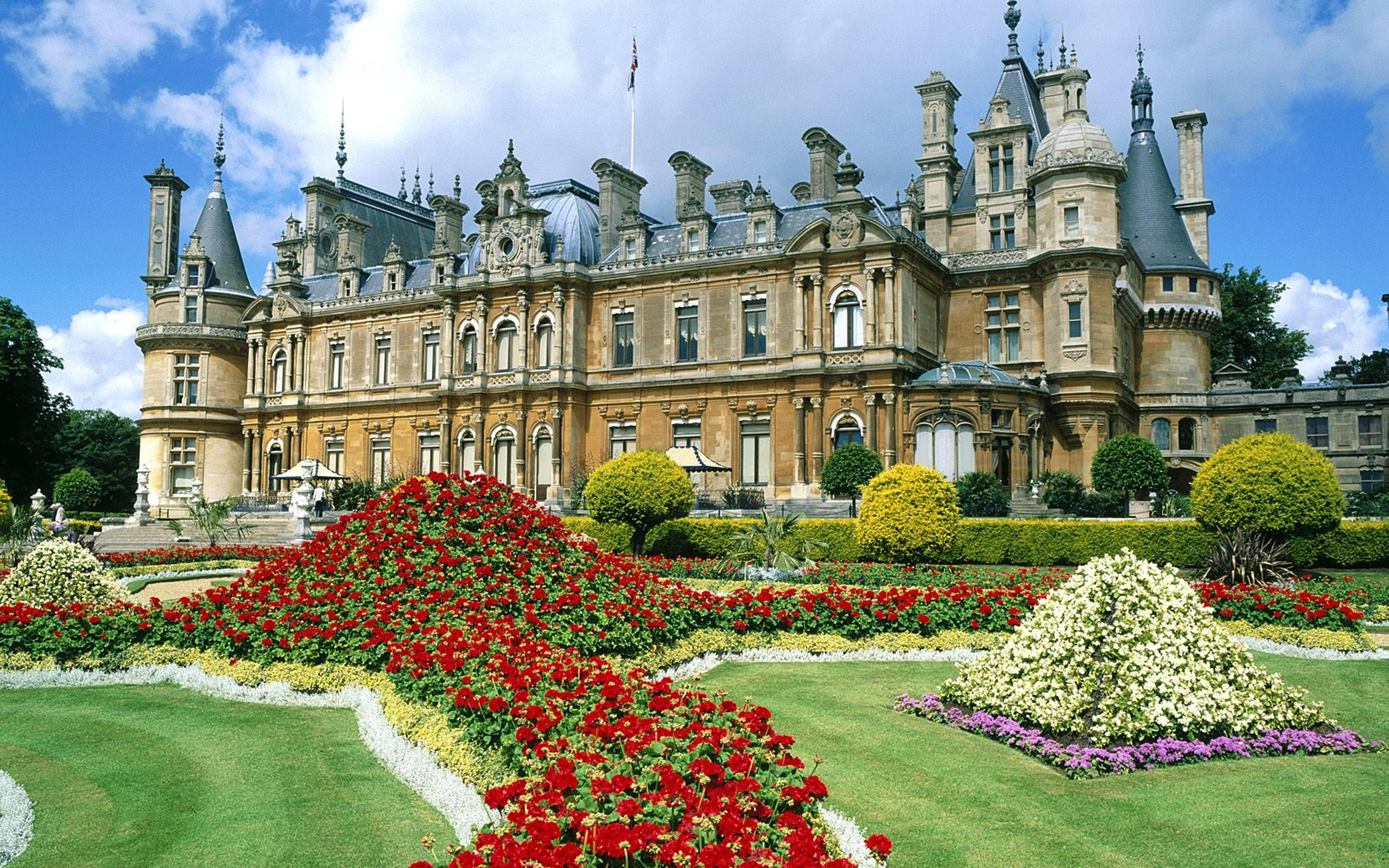 Buckingham Palace - A beautiful building and garden Wallpaper Download 5120x3200