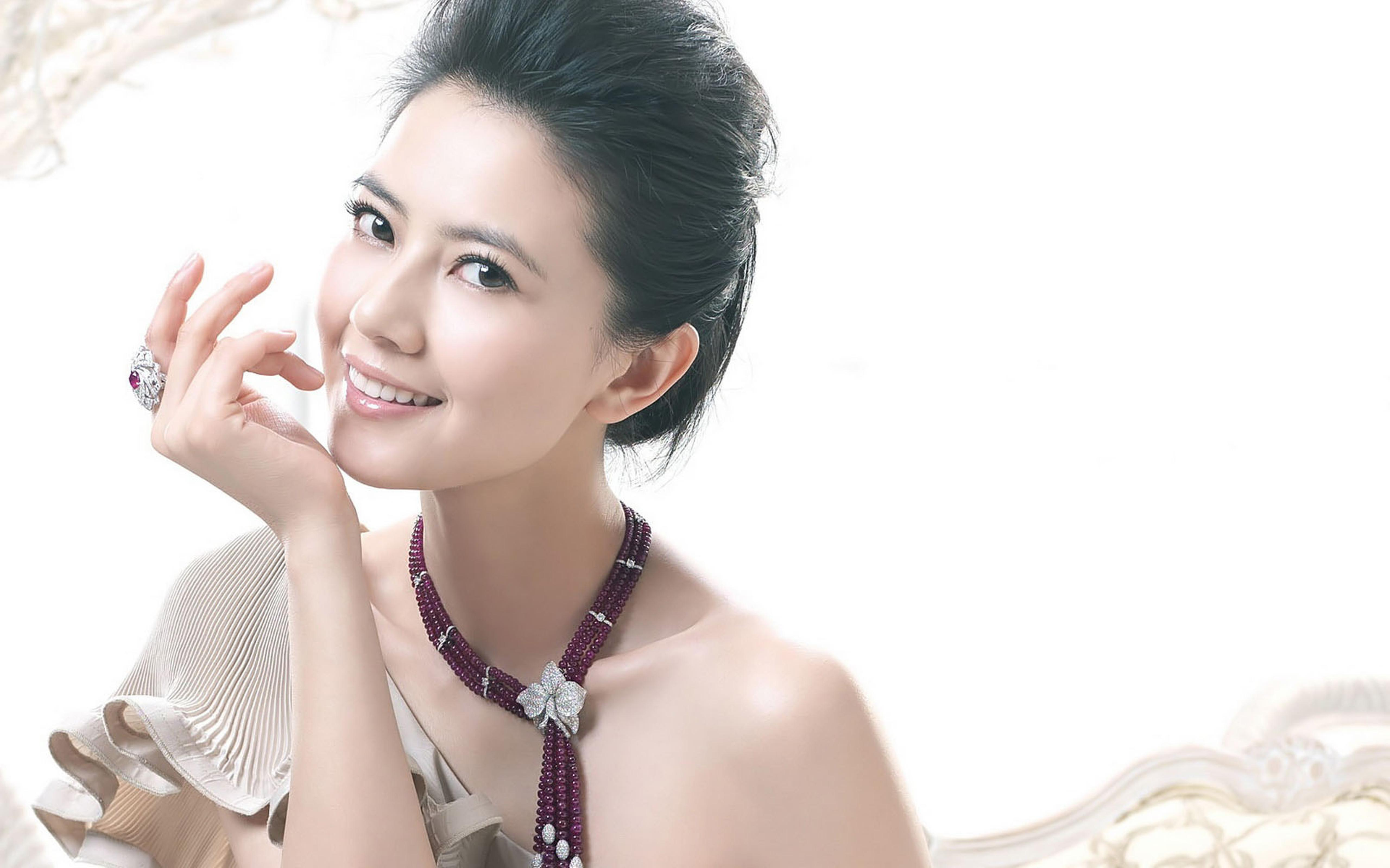 Gao Yuanyuan a Chinese actress and model Wallpaper ...