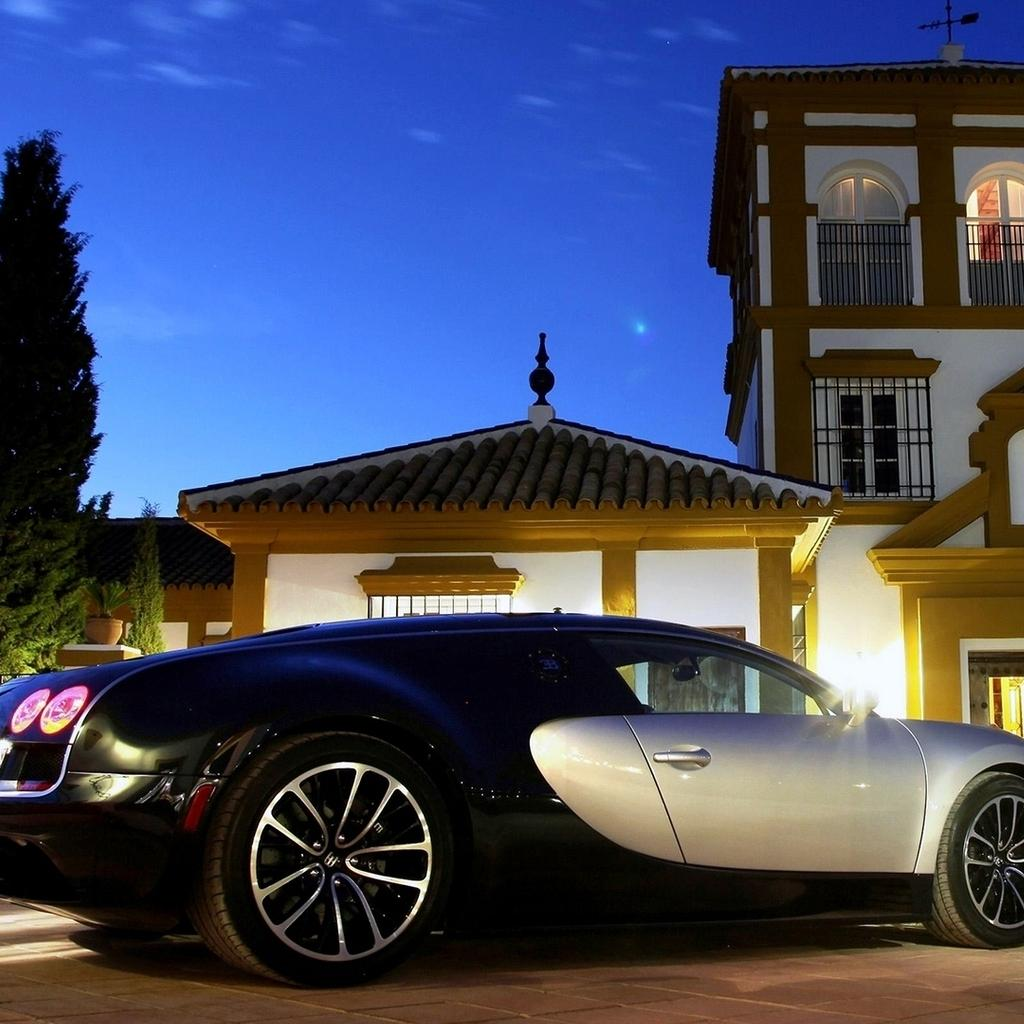 Gorgeous Bugatti Veyron Super Sport Wallpaper Download 1024x1024