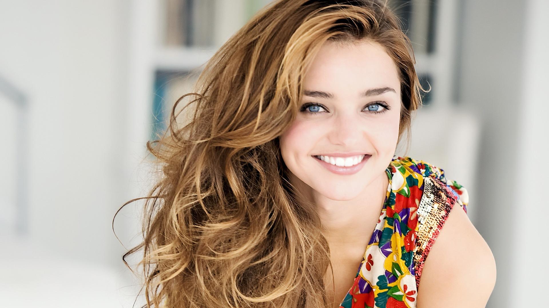 Happy Miranda Kerr Australian Model Wallpaper