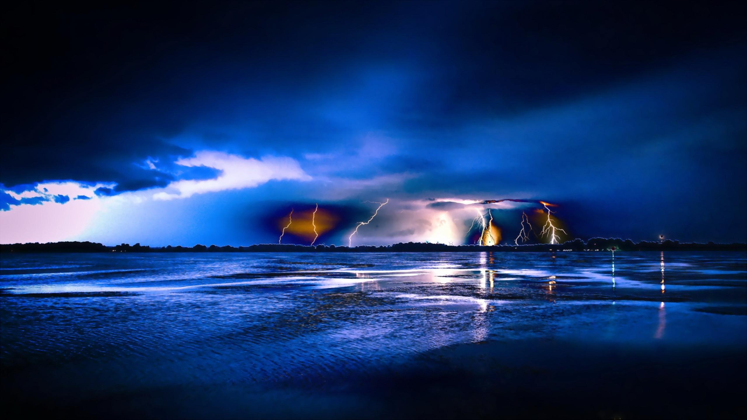 Download Wallpaper 2560x1440 Lightning Lights Over The Sea At Night