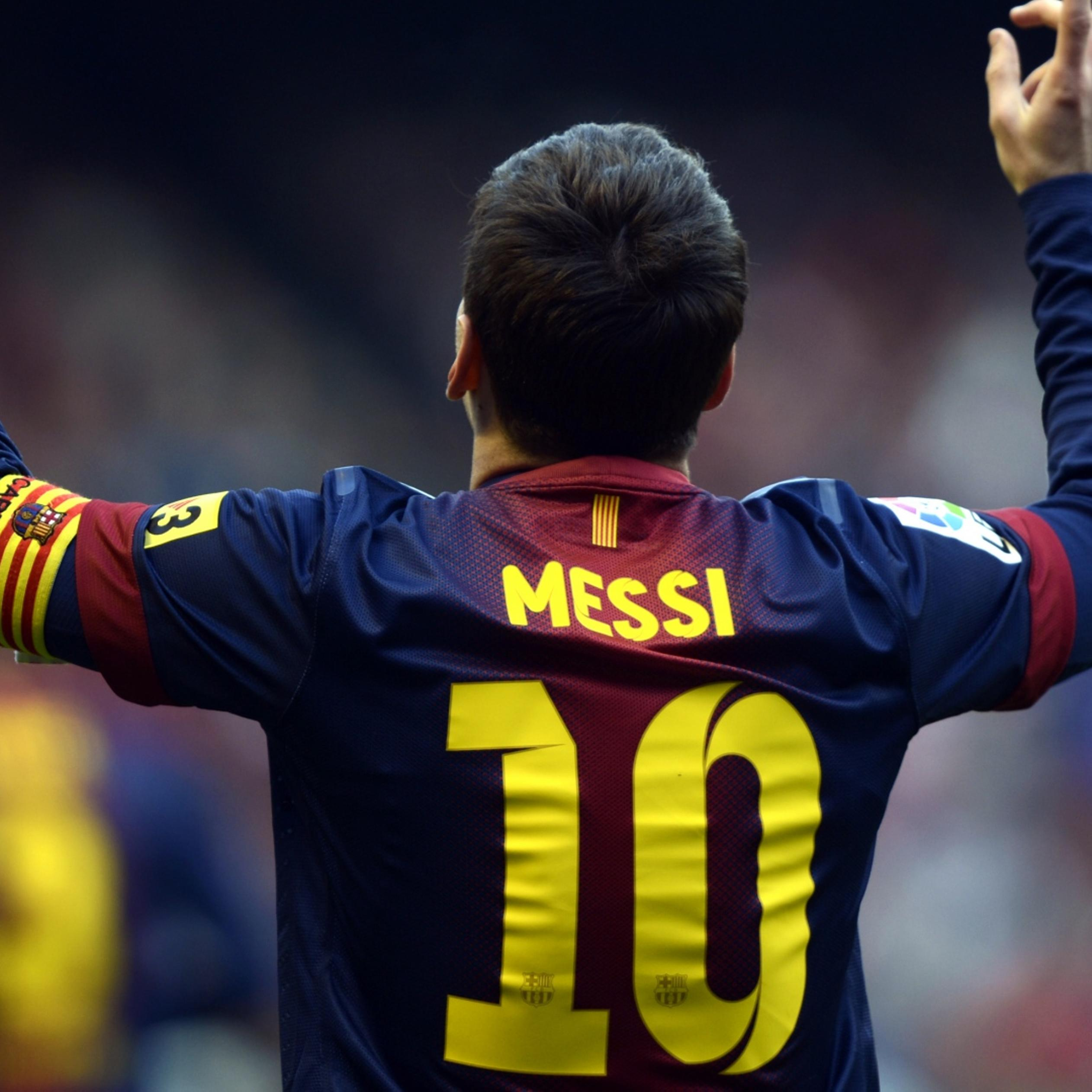 Lionel Messi On The Stadium T Shirt With Number 10 Wallpaper Download 2524x2524