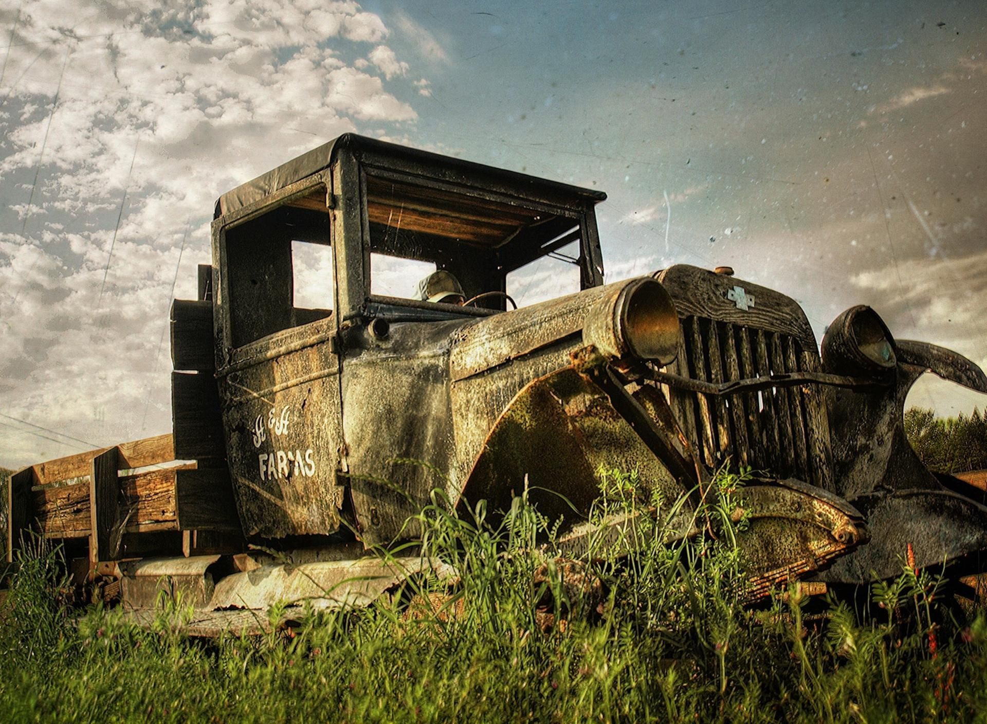 Old and rusty tractor - museum piece on field Wallpaper Download 1920x1408