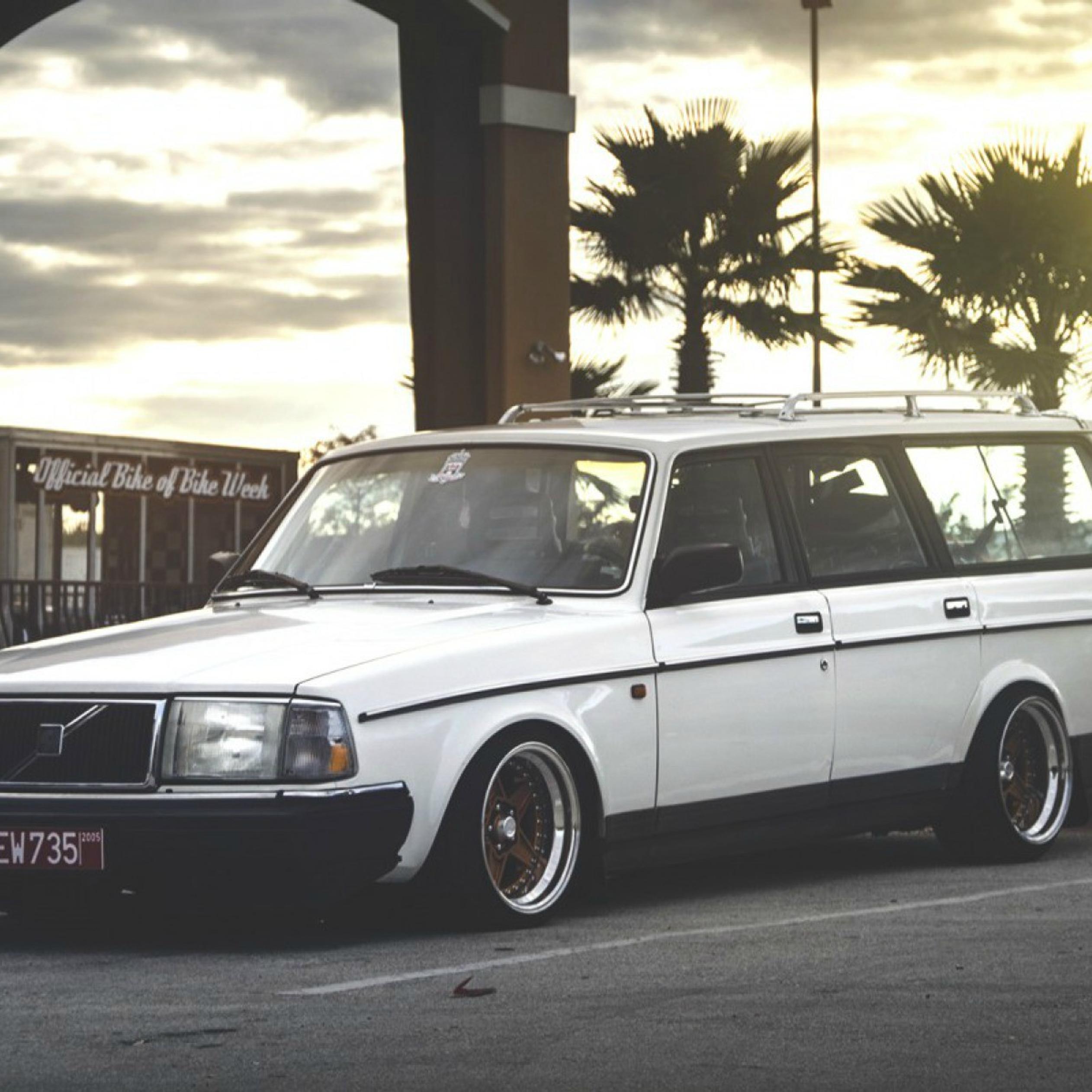Old White Volvo 200 Wagon Wallpaper Download 2524x2524