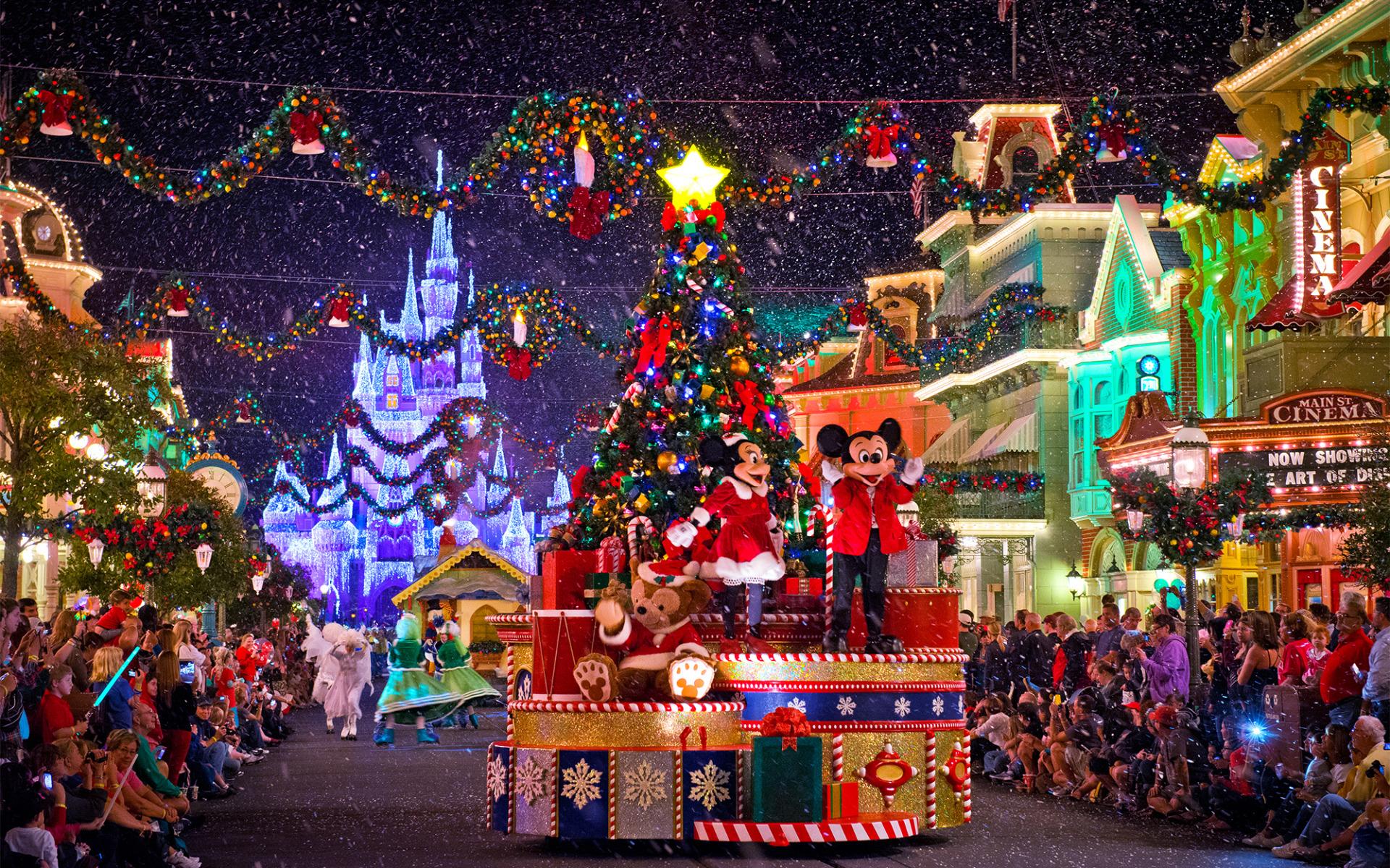 Parade For Christmas On Disneyland Paris Mickey And Minnie