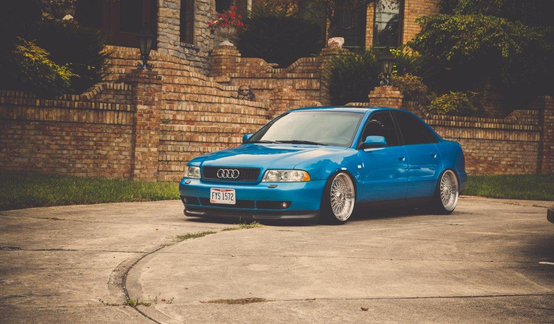 Chłodny Blue Audi a4 sedan tuning MK33