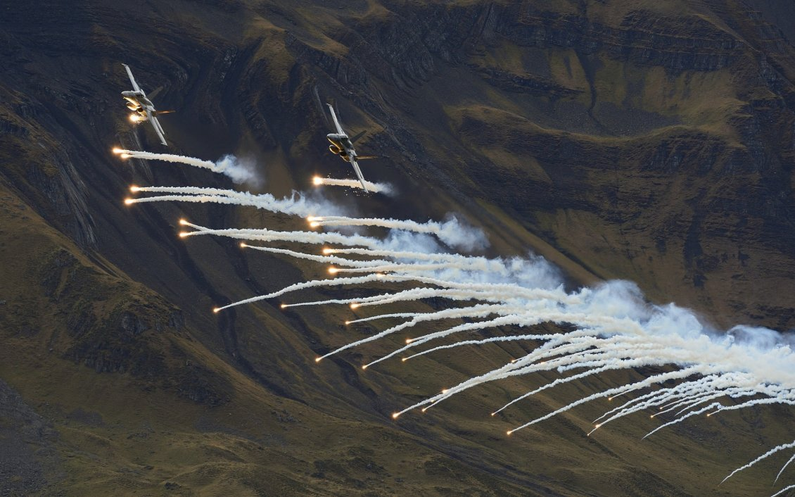 Download Wallpaper Fighter aircraft flares