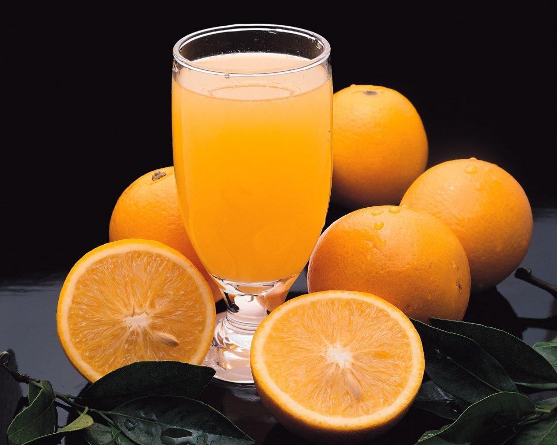 8655 Fresh orange juice in a glass