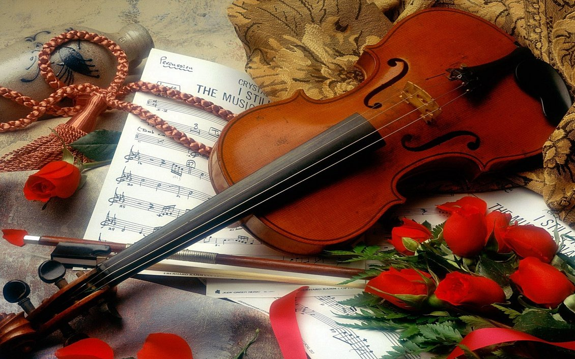 Download Wallpaper Violin, red roses and music notebook - Love music