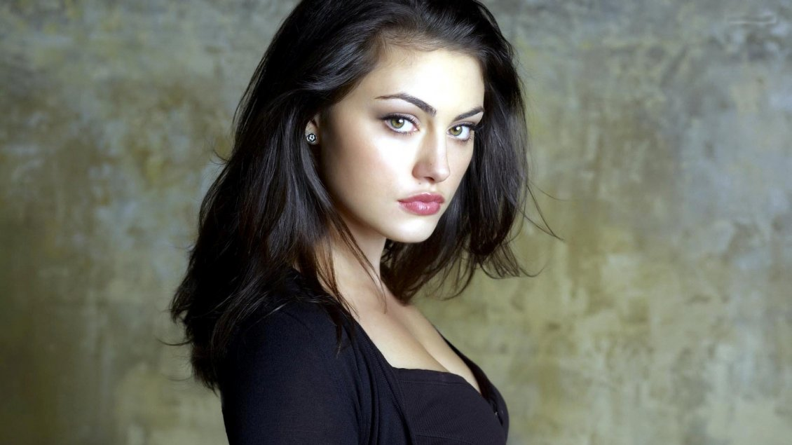 Phoebe Tonkin Australian Model In Black