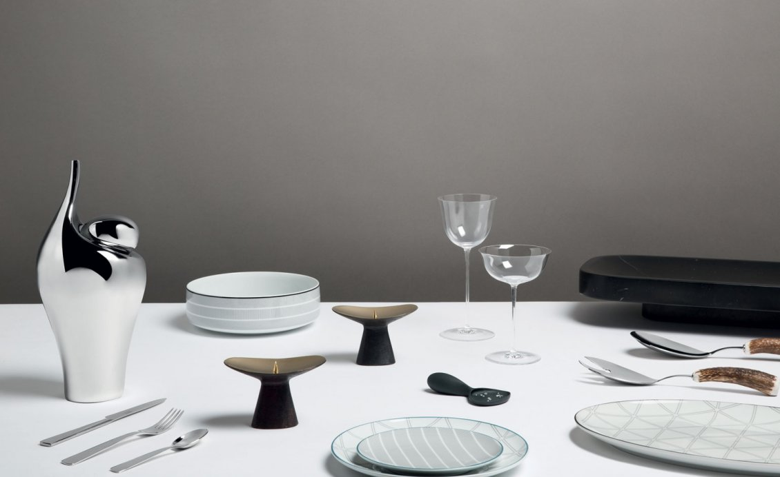 Download Wallpaper White table - Ready to serve meals