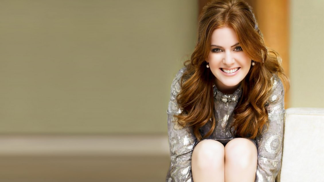 Download Wallpaper Happy actress Isla Fisher - Celebrity wallpaper
