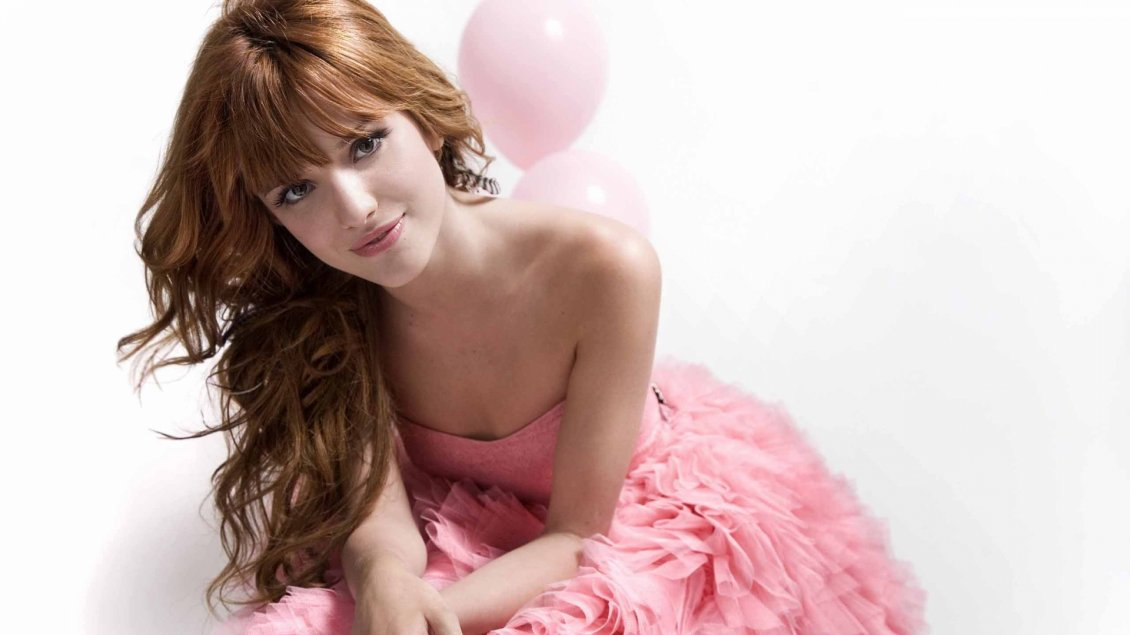Download Wallpaper The actress Bella Thorne in a pink dress