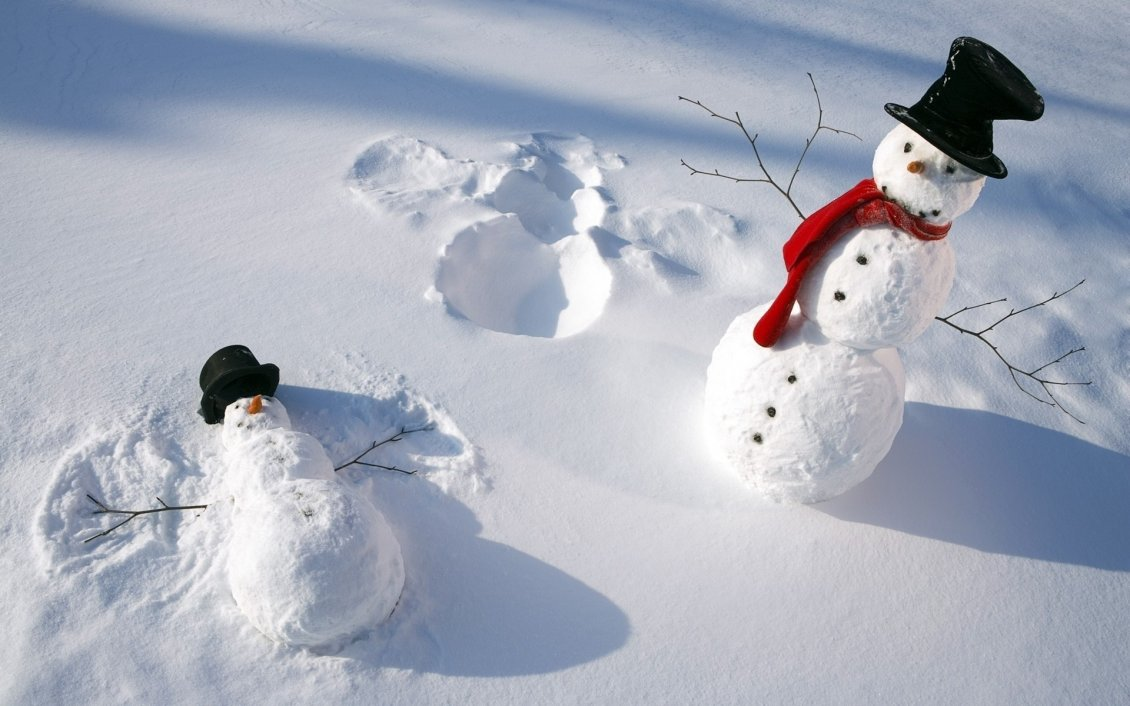 Download Wallpaper Funny snowmen play in the snow - HD white winter wallpaper
