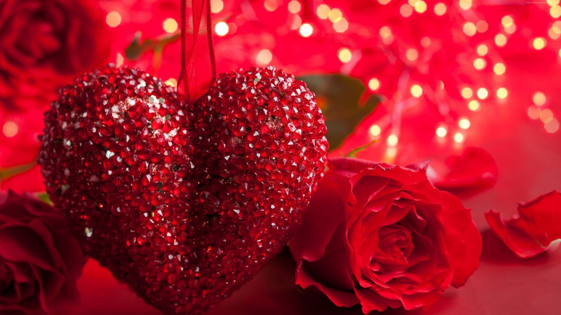 Download Wallpaper Beautiful big red neckless - Heart love and red roses