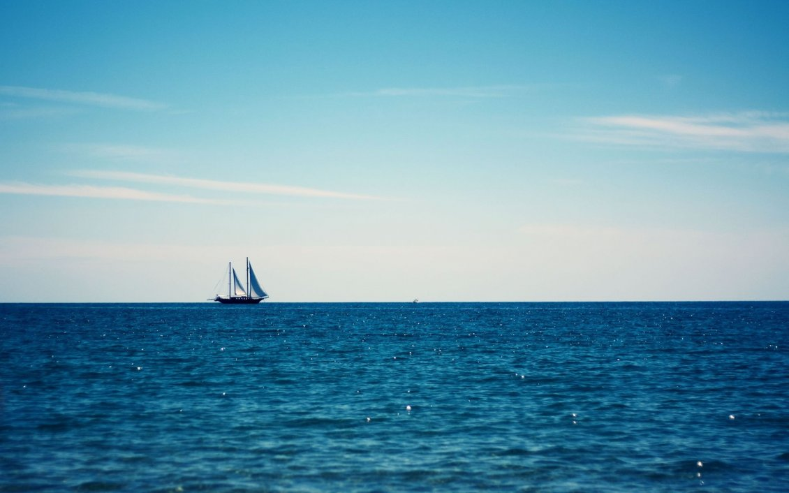 Download Wallpaper White boat in the middle of the sea - HD wallpaper