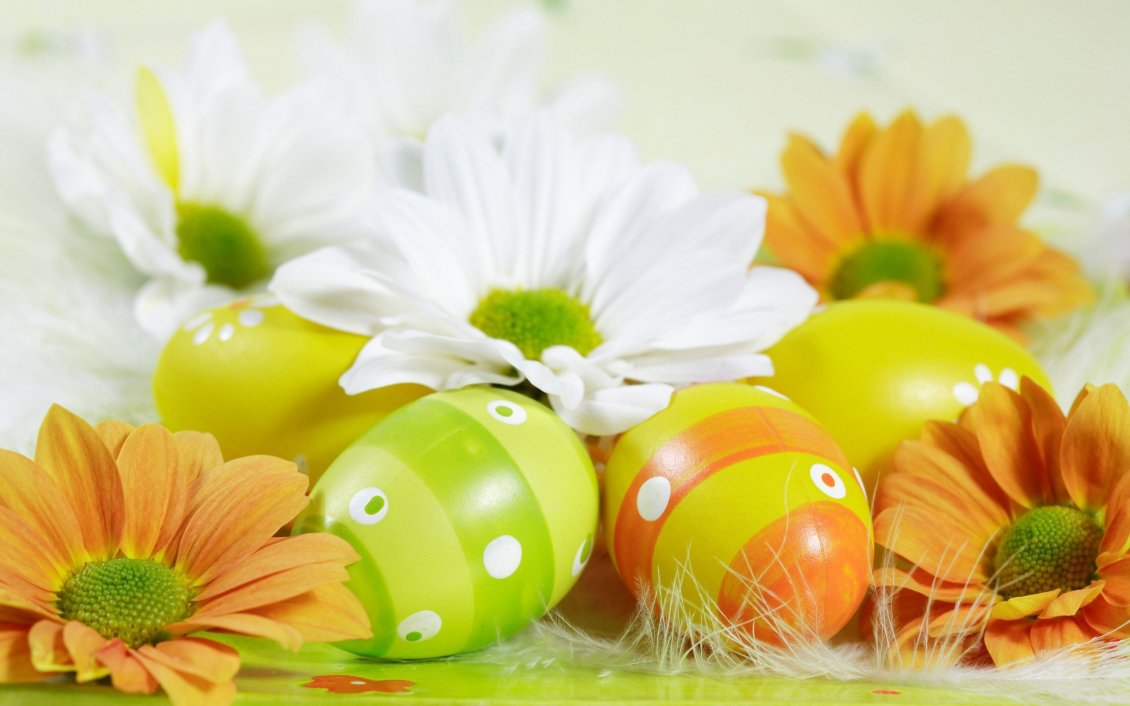 Download Wallpaper Spring color on flowers and Easter eggs - HD Holiday