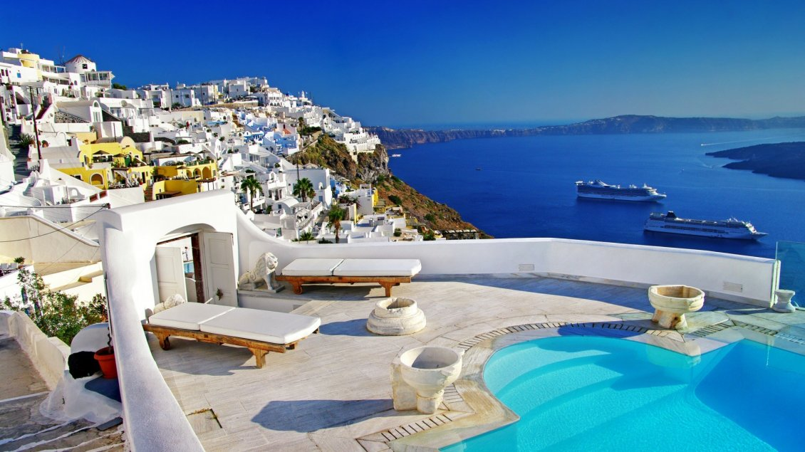Download Wallpaper Wonderful summer Holiday in Santorini - Blue water