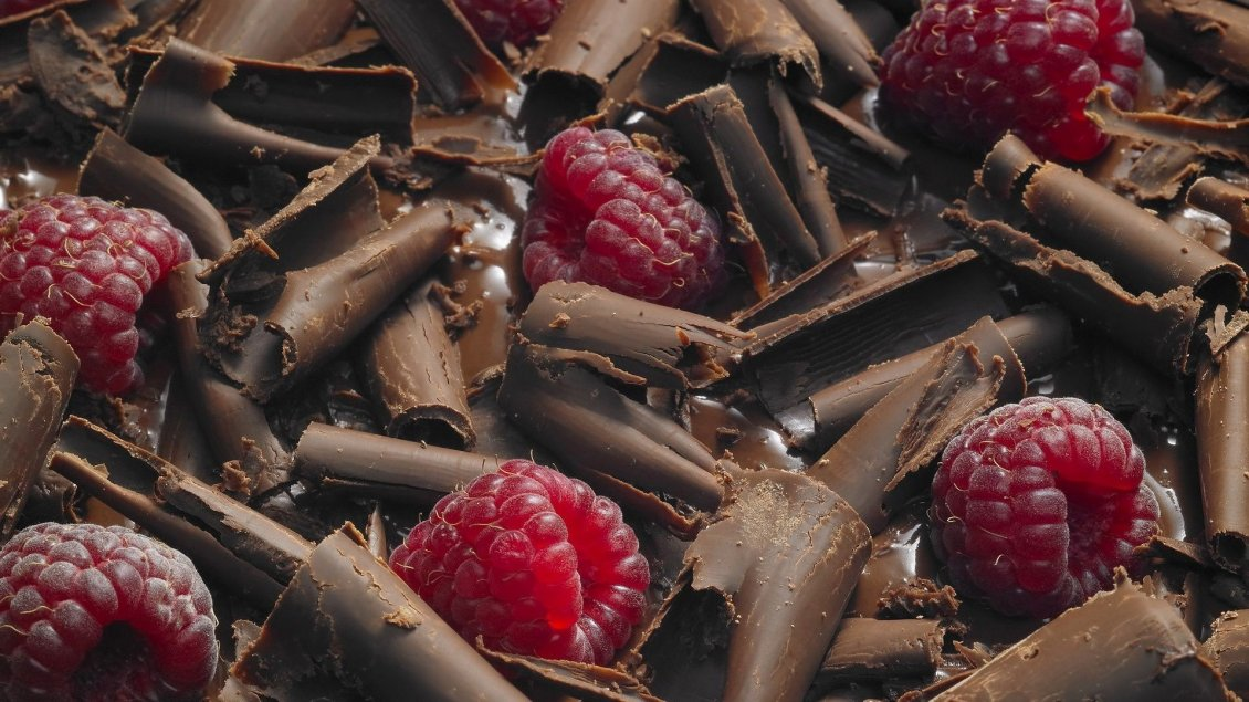 Download Wallpaper The most amazing desert - Chocolate with raspberries