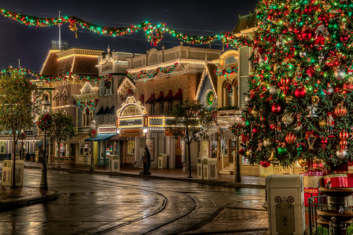 Download Wallpaper Buildings decorated with Christmas accessories