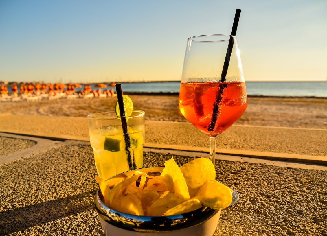 Download Wallpaper Summer fruits and cocktails on the beach