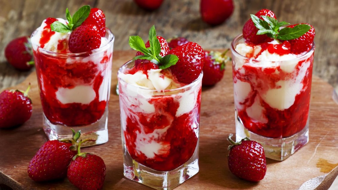 Download Wallpaper Cream and delicious red strawberries in glass cups