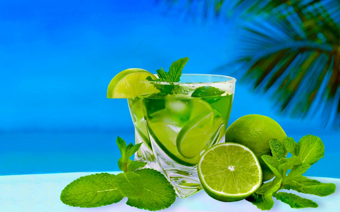 Download Wallpaper Fresh summer drink - Lemonade with limes and mint