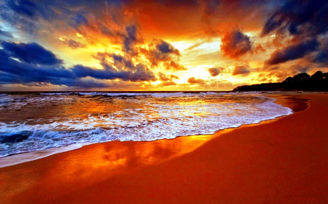 Download Wallpaper Red fire on the sky - Wonderful sunset over the ocean