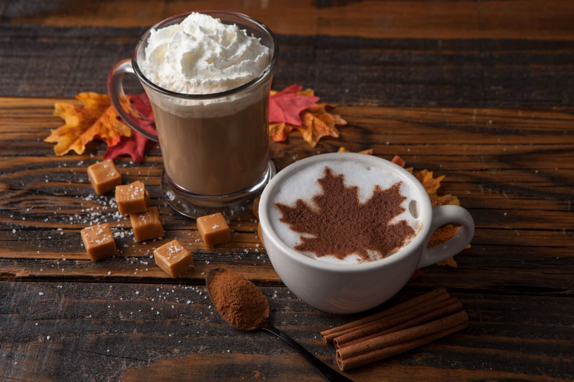 Download Wallpaper Autumn cinnamon leaf in a cup of hot coffee - Delicious time