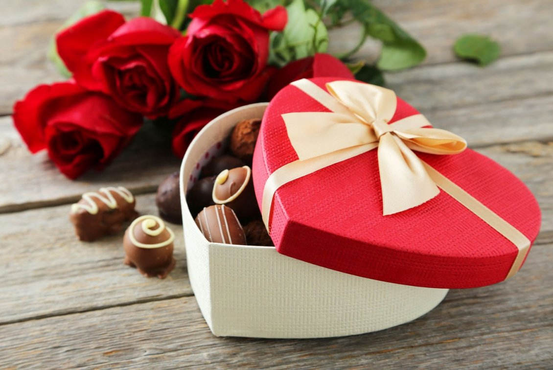 Download Wallpaper Romantic gift Valentines Day - Chocolate and rose