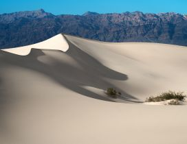 Sand mountains in the desert - HD wallpaper