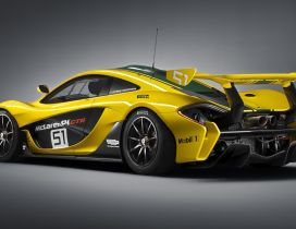 Yellow and green McLaren F1 GTR - Sport car