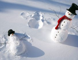 Funny snowmen play in the snow - HD white winter wallpaper