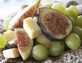 Figs and grapes - Perfect fruits for cheese