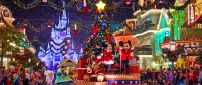 Parade for Christmas on Disneyland Paris - Mickey and Minnie