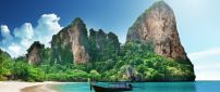 Summer holiday in Thailand - Walk on the ocean with a boat