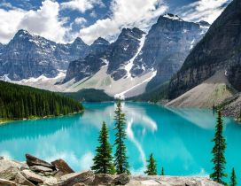 Moraine Lake National Park - Wonderful nature in the world